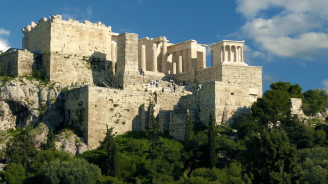 the acropolis ruins with tourists - the erechtheion stock videos & royalty-free footage