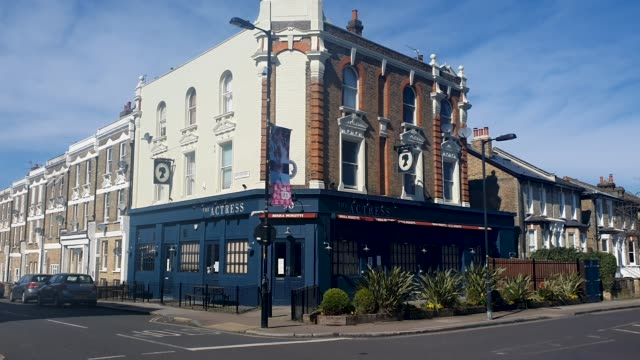 the actress pub is closed during the coronavirus pandemic on march 22, 2020 in east dulwich, london, england. - brian dayle coronavirus stock videos & royalty-free footage