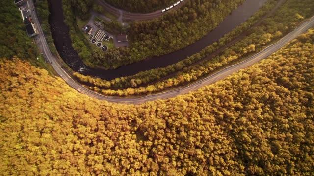 Die Luftbild-Drohne Ansicht der Appalachian Berge in der Nähe von Jim Thorpe (Mauch Chunk) und Lehigh River in Carbon County, Poconos Region, Pennsylvania, USA