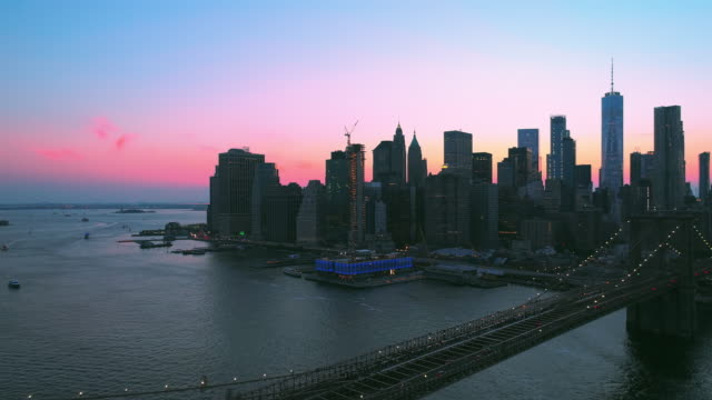 the aerial scenic static view to manhattan downtown and brooklyn bridge from brooklyn heights over the east river at the sunset. - brooklyn bridge stock videos & royalty-free footage