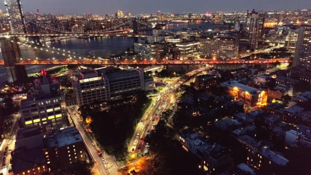 ブルックリン、ny からブルックリン橋への入り口でトラフィックの静的空撮、 - マンハッタン橋点の映像素材/bロール