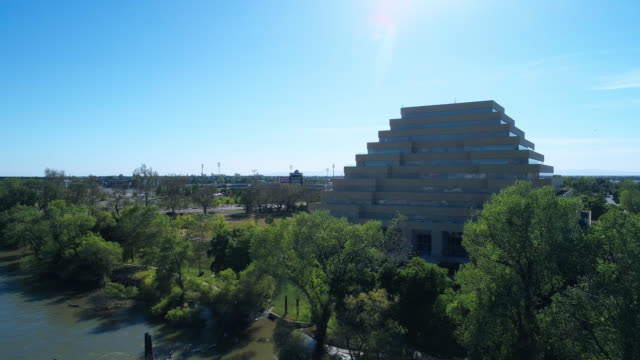 the aerial view of the ziggurat building in sacramento, california. drone video with the wide-orbit, panoramic camera motion. - ziggurat stock videos and b-roll footage
