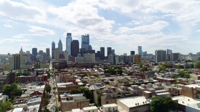 the aerial view on philadelphia downtown over the residential district of the city - philadelphia pennsylvania video stock e b–roll