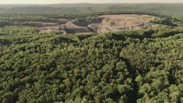 Die Antenne Blick auf den Tagebau Grube im Lehigh Valley, Carbon County, Pennsylvania, USA.