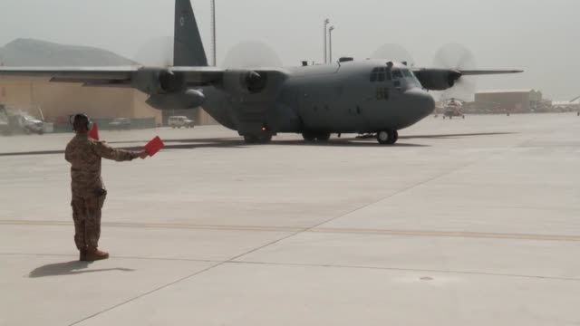 the afghan air force hit a huge milestone by completing the first ever all afghan air crew c130 flight june 16 2014 in kabul afghanistan their... - operazione enduring freedom video stock e b–roll