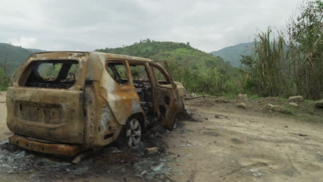 the aftermath of a car bombing in the colombian andes - drogenmißbrauch hergestellter gegenstand stock-videos und b-roll-filmmaterial