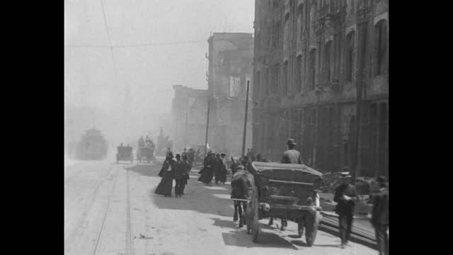 stockvideo's en b-roll-footage met the aftermath of the 1906 san francisco earthquake revisiting a trip down market street filmed by the miles brothers soon after the earthquake that... - paardenkar