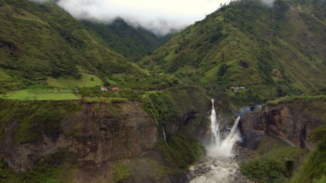 the agoyan waterfall in the pastaza gorge near banos, ecuador - ecuador stock-videos und b-roll-filmmaterial