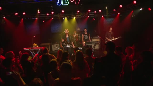 vidéos et rushes de the airborne toxic event brought their indie rock sound to the jbtv stage with their song, 'all i ever wanted.' - rock moderne