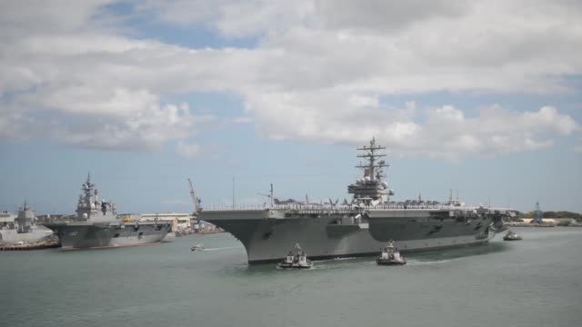 vídeos de stock e filmes b-roll de the aircraft carrier uss ronald reagan transits to joint base pearl harbor-hickam to participate in the rim of the pacific 2014 exercise. twenty-two... - pacific war