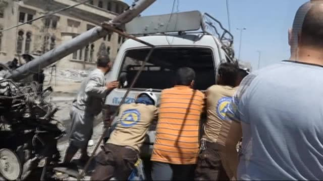 the airstrikes staged by russian and syrian war planes targeted a school in which refugees take shelter at opposition controlled firdevs neighborhood... - シリア難民問題点の映像素材/bロール