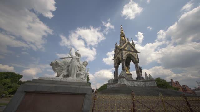 the albert memorial in kensington gardens, london, uk in summer. - イングランド点の映像素材/bロール
