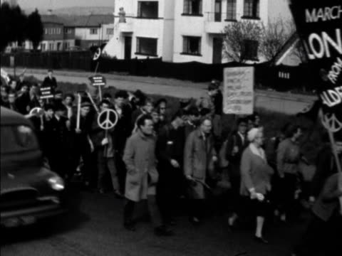 the aldermaston anti nuclear weapons march moves along a road - aldermaston stock videos & royalty-free footage