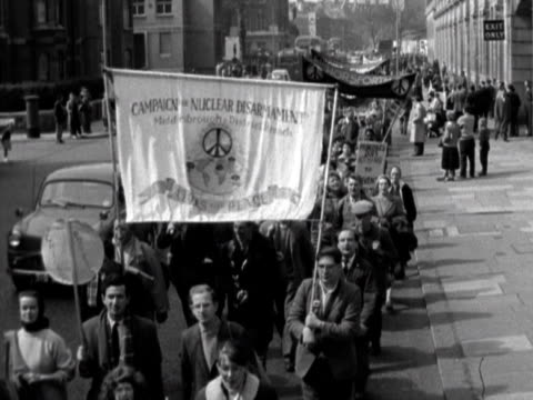 the aldermaston antinuclear weapons demonstrators march into central london - aldermaston stock videos & royalty-free footage