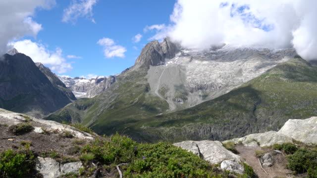 the aletsch glacier in the swiss alps. - 峰点の映像素材/bロール