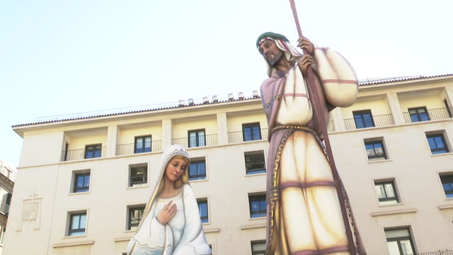 the alicante city council expects to obtain the guinness record for its giant 18.5-meter-high nativity scene this christmas and certify worldwide... - größter stock-videos und b-roll-filmmaterial