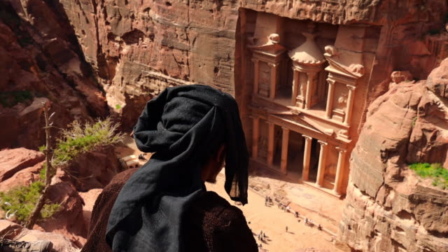 the al-khazneh tomb in the city of petra viewed from above. - palacio stock videos & royalty-free footage