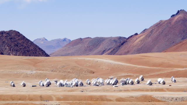 LS The ALMA antenna array at Chajnantor / San Pedro de Atacama, Chile