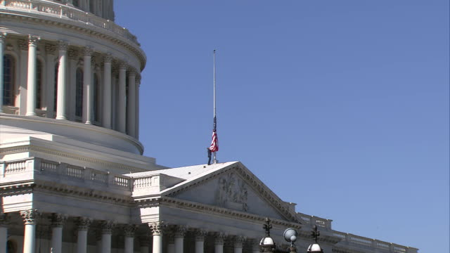 stockvideo's en b-roll-footage met the american flag at the capitol building is lowered after the death of former speaker of the house tom foley - united states and (politics or government)