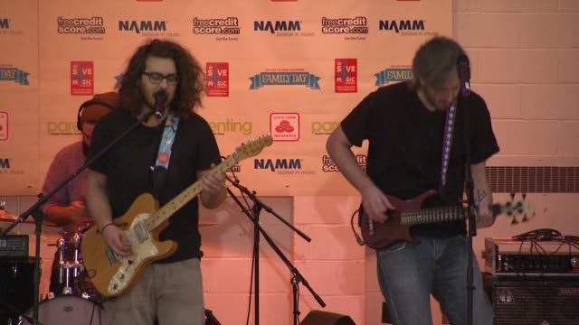 stockvideo's en b-roll-footage met the american secrets at the vh1 save the music foundation presents family day at new york ny - vh1