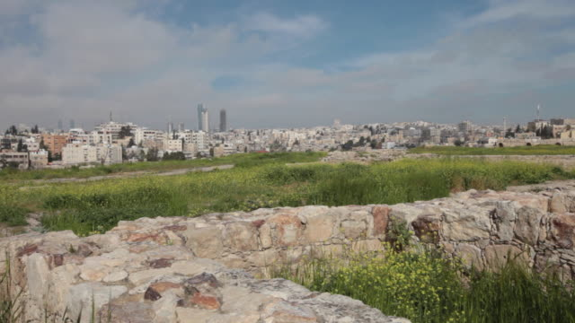 the amman citadel - a national historic site at the centre of downtown amman, jordan in springtime. - gammal ruin bildbanksvideor och videomaterial från bakom kulisserna