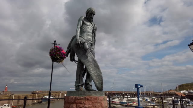 the ancient mariner statue at watchet somerset england. - skulptur bildbanksvideor och videomaterial från bakom kulisserna