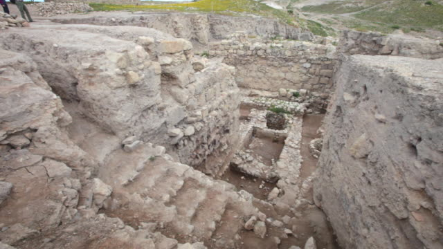 the ancient ruins of pella, jordan - 荒廃した点の映像素材/bロール