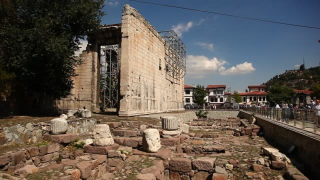 the ankara augustus temple nearby hacı bayram-ı veli mosque - ローマ皇帝点の映像素材/bロール