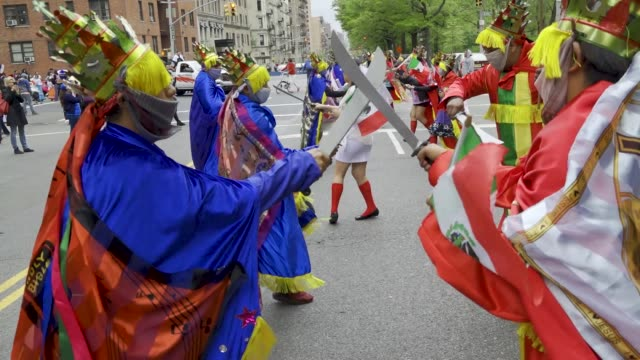the annual cinco de mayo parade via the upper west side in manhattan cinco de mayo commemorates the mexican army's unlikely victory over the french... - desfile stock videos & royalty-free footage