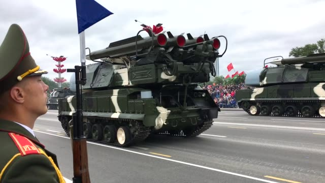 vídeos de stock, filmes e b-roll de the annual independence day parade takes place on july 3 2017 in minsk belarus the parade included around 6000 military personnel 500 vehicles and... - bielorrússia
