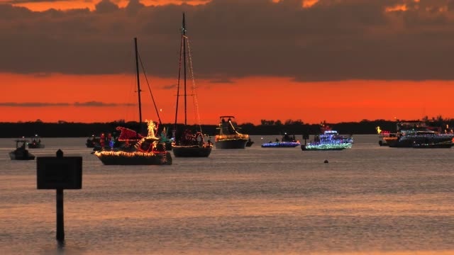 The annual tradition continued this evening at the Apollo Beach Lighted Boat Parade Temps in the 50's which is cold for Florida didn't keep captains...