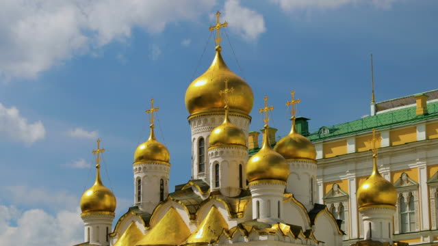 the annunciation cathedral & cathedral square, moscow, russia - moscow russia stock videos & royalty-free footage