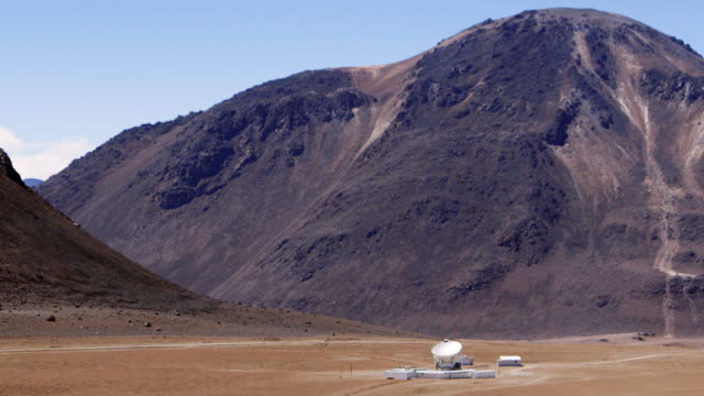 ws the apex antenna at chajnantor / san pedro de atacama, chile - astronomy telescope stock videos and b-roll footage