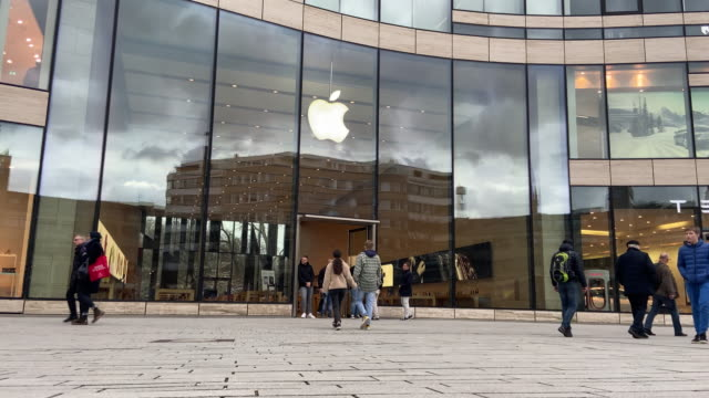 the apple store stands empty, doors guarded by employees on saturday 14 march 2020 in düsseldorf, germany. apple recently announced that stores... - employee stock videos & royalty-free footage