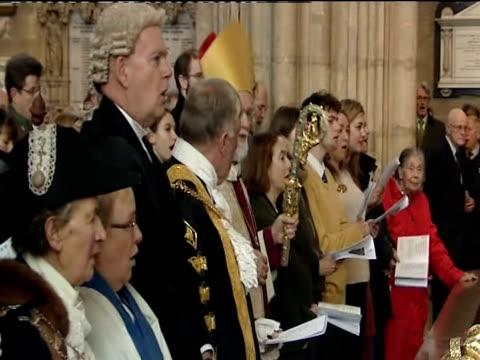 the archbishop of canterbury dr rowan williams - カンタベリー大主教点の映像素材/bロール