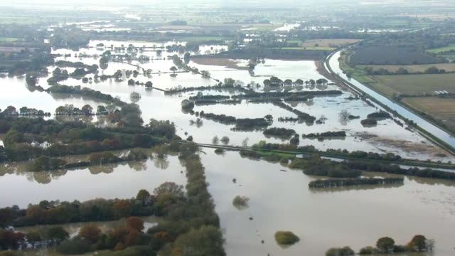 the army arrived in south yorkshire today to help the victims of the flooding that has engulfed communities near doncaster for the last week. shows:... - rescue stock videos & royalty-free footage