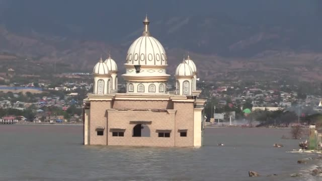 the arqam bab al rahman mosque or floating mosque is seen inundated by water in palu central sulawesi indonesia on october 12 2018 last month a... - {{ contactusnotification.cta }} stock videos & royalty-free footage