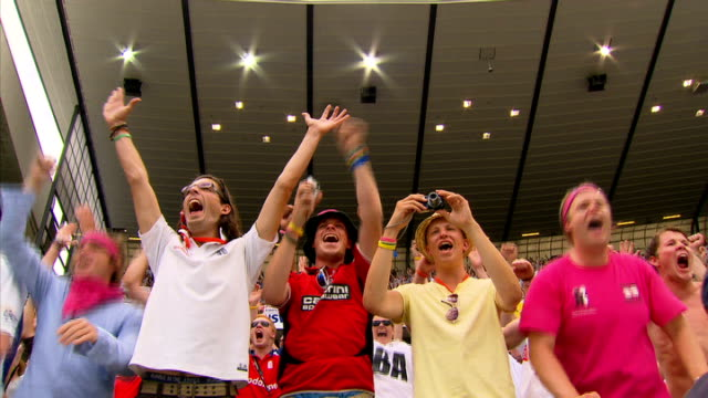 England win Fifth Test and Ashes series England fans cheering in crowd