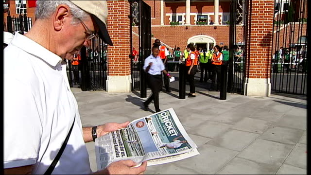 Arrivals at the Oval for the final test ENGLAND London The Oval EXT People along arriving at The Oval / newspaper 'History waits for us cook warns...