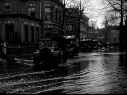 The assistance from the Red Cross during a flood in Almelo