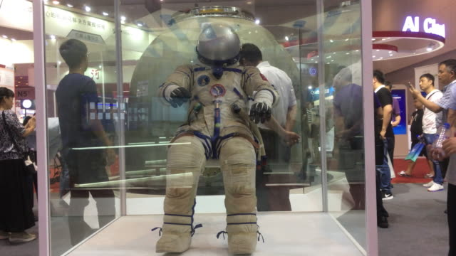 the astronaut clothing of the shenzhou eleven spacecraft shown on the 2nd world intelligence congress which was held in tianjin meijiang exhibition... - raumfahrzeug stock-videos und b-roll-filmmaterial