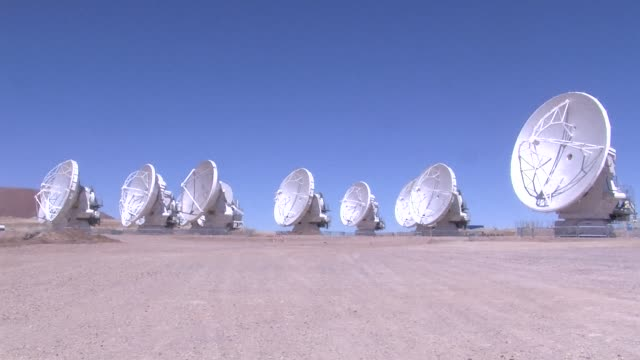 the atacama large millimeter/submillimeter array , the world's most powerful telescope, launched its first ground-breaking operations after 10 years... - rymd och astronomi bildbanksvideor och videomaterial från bakom kulisserna