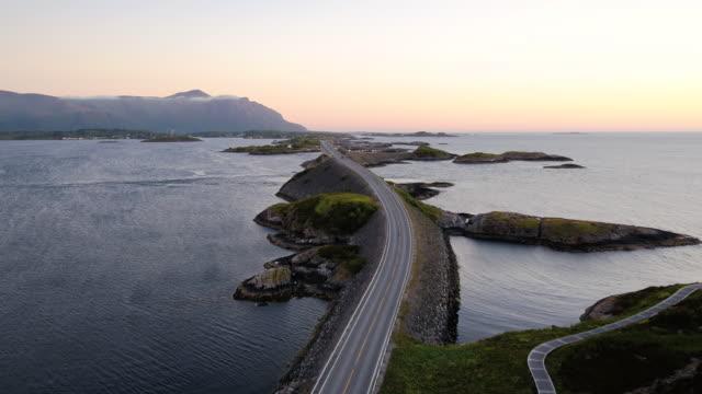 大西洋の道、ロムスダール、ノルウェーのムーレ - ノルウェー点の映像素材/bロール