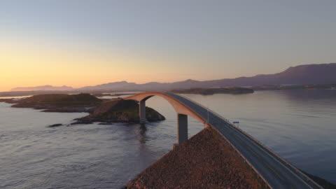 vídeos de stock, filmes e b-roll de a atlantic ocean road, møre og romsdal, noruega - oceano atlântico