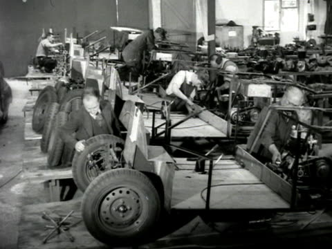 vídeos de stock e filmes b-roll de the atom a new british small car is assembled in a factory - chassi