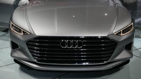 vidéos et rushes de the audi ag prologue concept vehicle is unveiled during the los angeles auto show in los angeles, california, u.s., audi ag unveiled a prototype of a... - voiture particulière