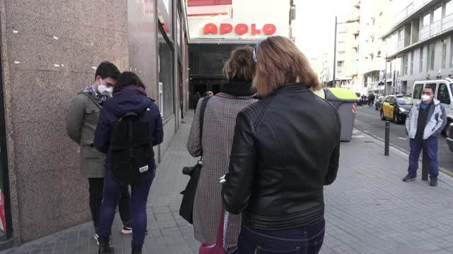 vidéos et rushes de the audience is seen arriving to get tested for covid-19 with an antigen test before attending a concert of love of lesbian music band at sala apolo... - audience de festival