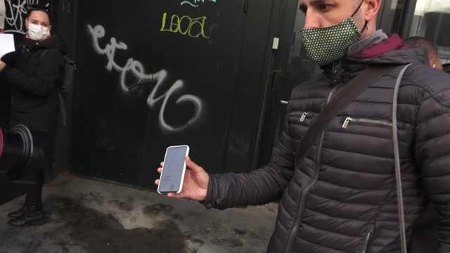 vidéos et rushes de the audience is seen showing their negative qr code on their smartphone after undergoing be tested for covid-19 with an antigen test before attending... - audience de festival
