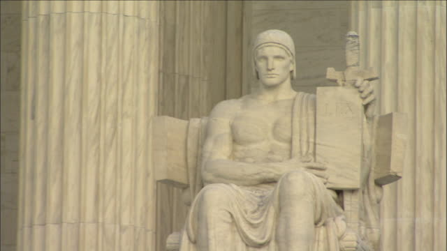 the 'authority of law' monument features a statue holding a 'lex' inscription at the supreme court building in washington, d.c. - oberstes bundesgericht der usa stock-videos und b-roll-filmmaterial