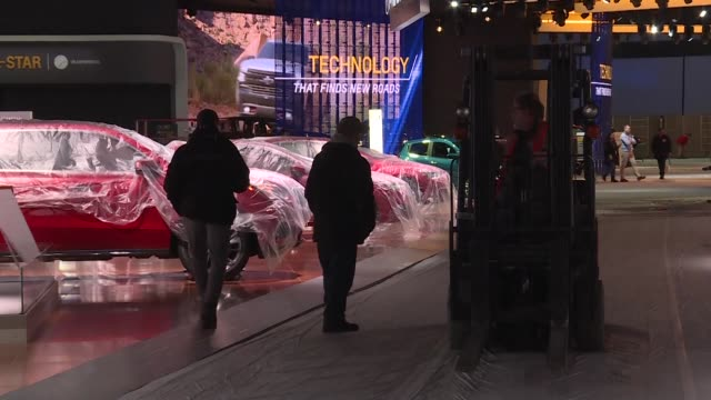 the auto industry gathers in detroit on the eve of the last winter edition of north america's premiere auto show as car makers grapple with a... - contracting stock videos & royalty-free footage